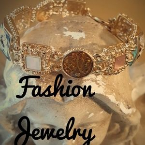 Jewelry - Gorgeous Gold Tone Chain Link Bracelet